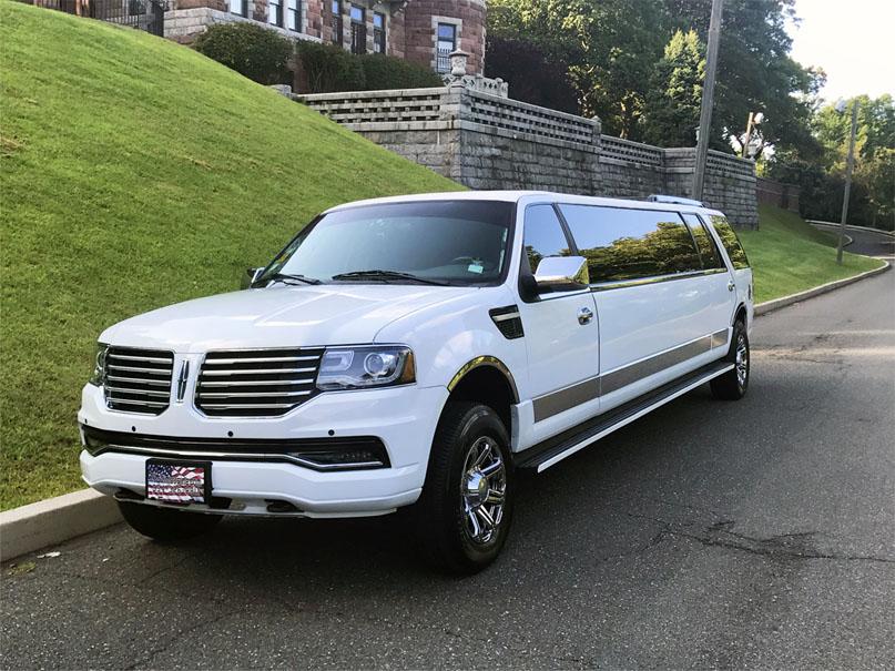 16 pass Lincoln Navigator Limo